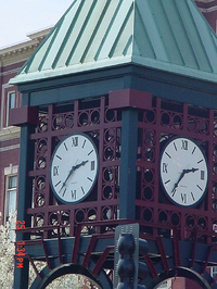 Clock_in_middle_of_town_2